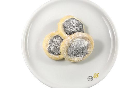 3 koláčky uprostřed bílého talíře | Bezlepkové nekynuté koláčky | Bezlepkové recepty | Rady ze života