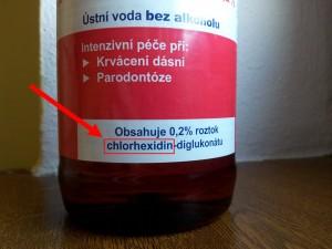 Ústní voda s obsahem látky chlorhexidin
