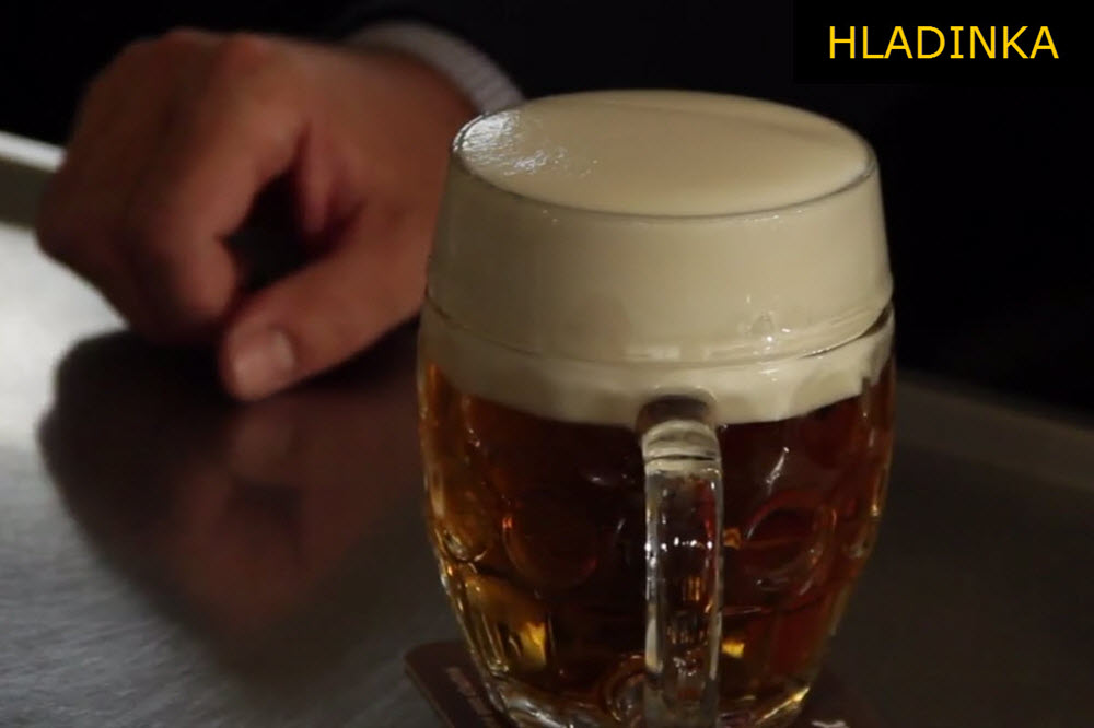 Hladinka | Jak si (nechat) natočit pivo?